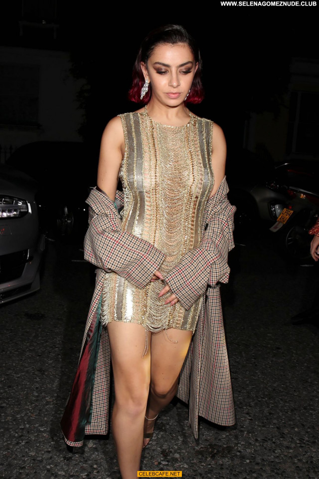 Charli Xcx Gq Men Of The Year Awards Posing Hot Awards Celebrity