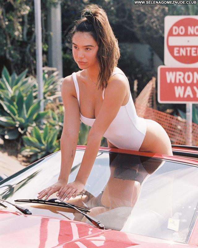 Alexis Ren No Source Posing Hot Beautiful Celebrity Babe Sexy