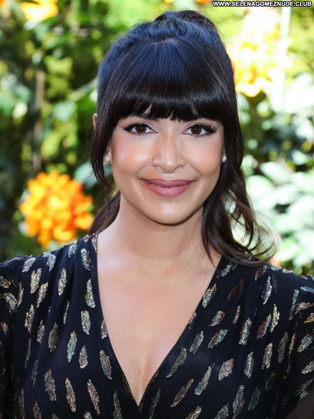 Hannah Simone No Source Celebrity Sexy Babe Beautiful Posing Hot