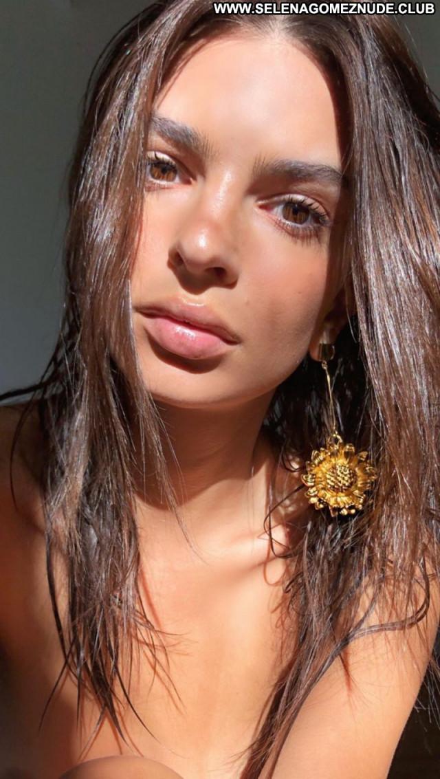 Emily Ratajkowski No Source Celebrity Sexy Beautiful Babe Posing Hot