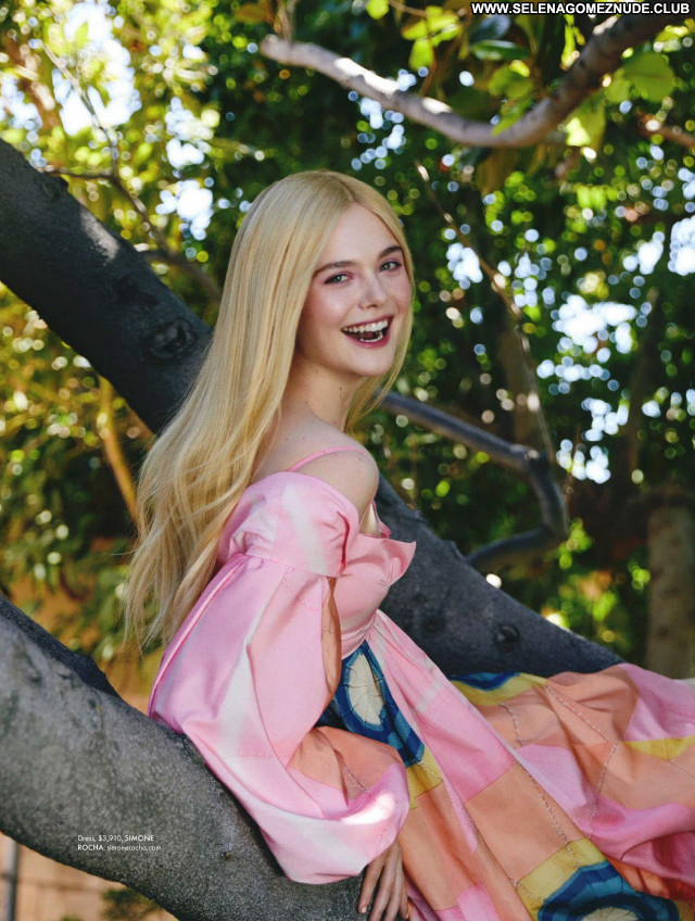 Elle Fanning No Source  Posing Hot Beautiful Babe Sexy Celebrity