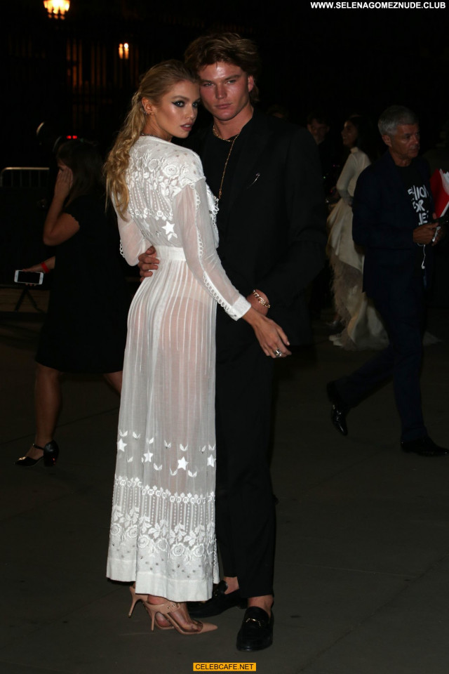Stella Maxwell No Source Posing Hot Celebrity London Fashion See