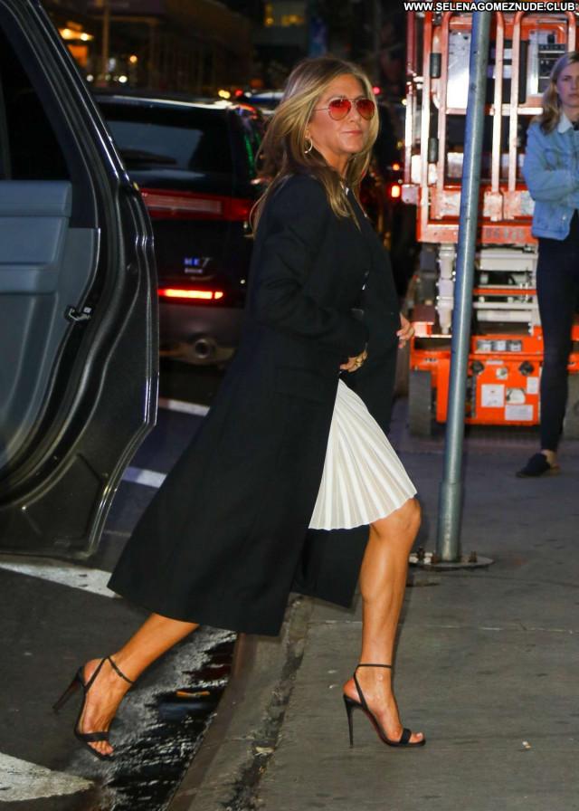 Jennifer Aniston Good Morning America Celebrity Babe Paparazzi Posing