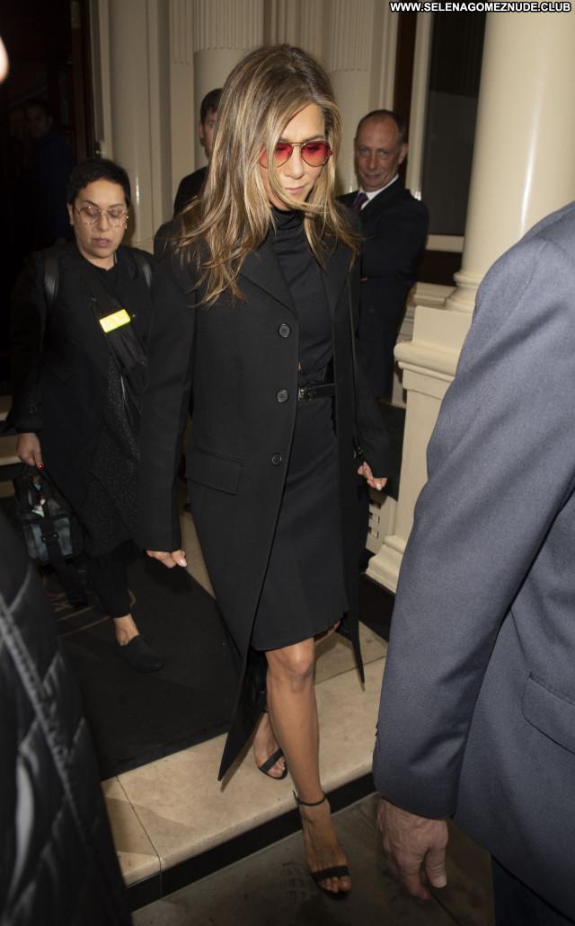 Jennifer Aniston No Source Posing Hot Celebrity Babe Beautiful Sexy