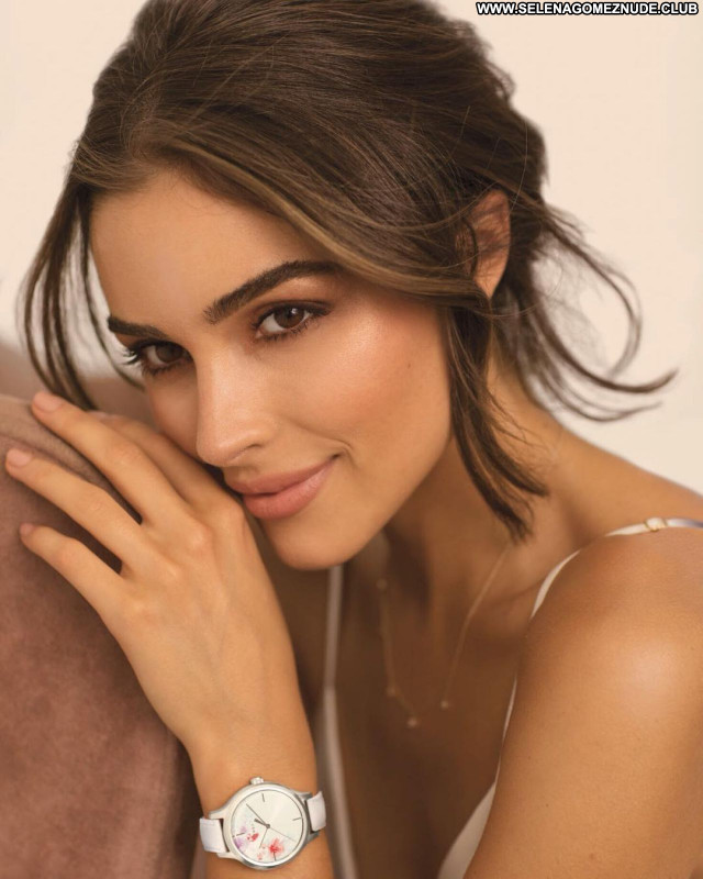 Olivia Culpo No Source Sexy Posing Hot Babe Celebrity Beautiful