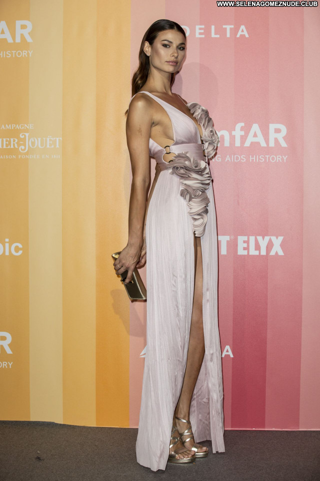 Dayane Mello No Source Celebrity Beautiful Posing Hot Sexy Babe