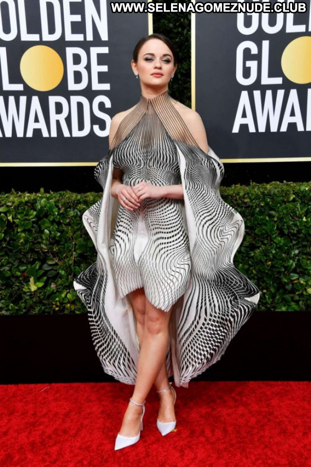 Joey King Golden Globe Awards Babe Paparazzi Celebrity Posing Hot