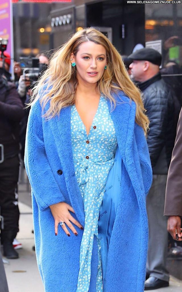 Blake Lively E Live  Celebrity Paparazzi Beautiful Babe Posing Hot