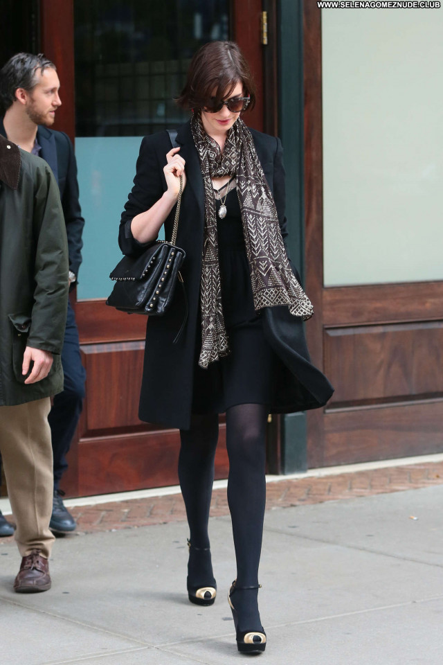 Anne Hathaway New York Posing Hot Celebrity New York Hot Paparazzi