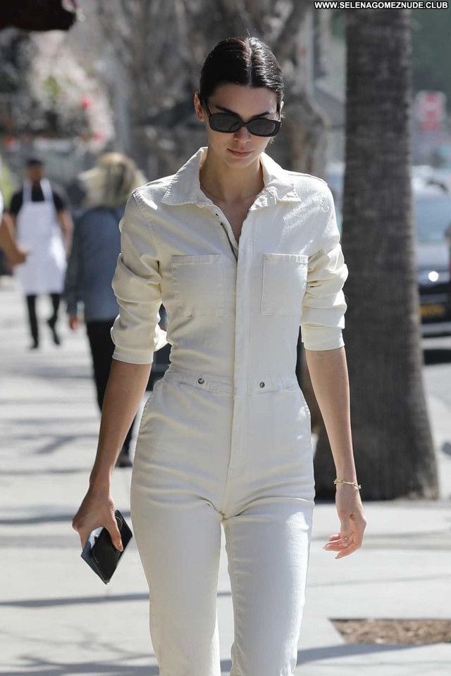 Kendall Jenner Los Angeles Babe Posing Hot Beautiful Celebrity