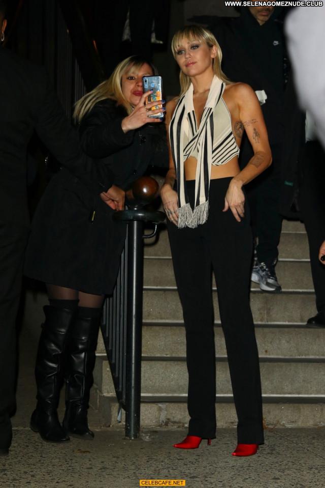 Miley Cyrus New York Hot Beautiful New York Babe Hotel Celebrity