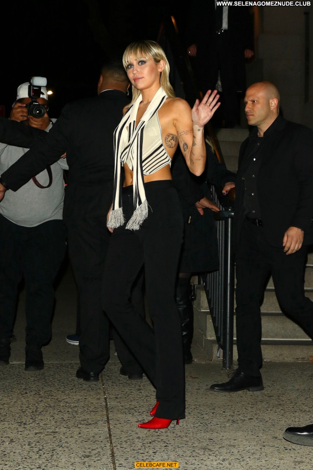 Miley Cyrus New York New York Hot Hotel Beautiful Babe Celebrity