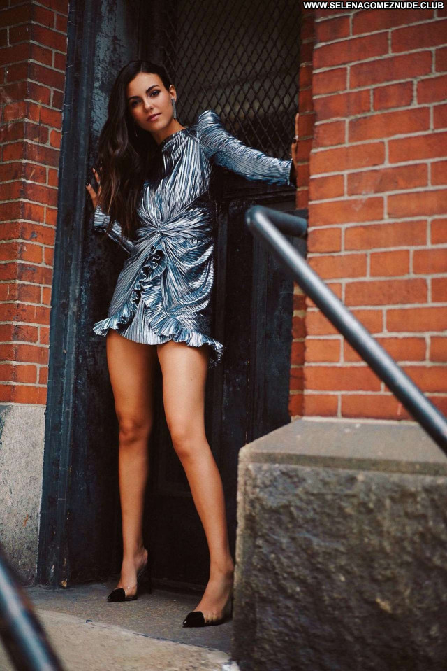 Victoria Justice No Source Posing Hot Paparazzi Babe Beautiful