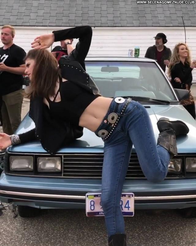 Alexandra Daddario No Source Paparazzi Babe Posing Hot Beautiful