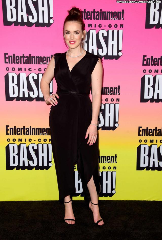 Elizabeth Henstridge No Source Beautiful Posing Hot Celebrity Party