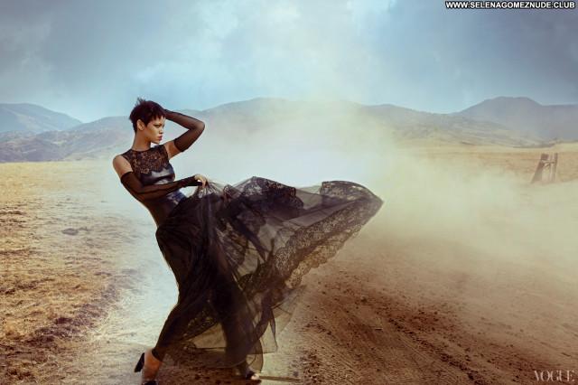 Vogue Vogue Magazine Beautiful Celebrity Babe Paparazzi Posing Hot