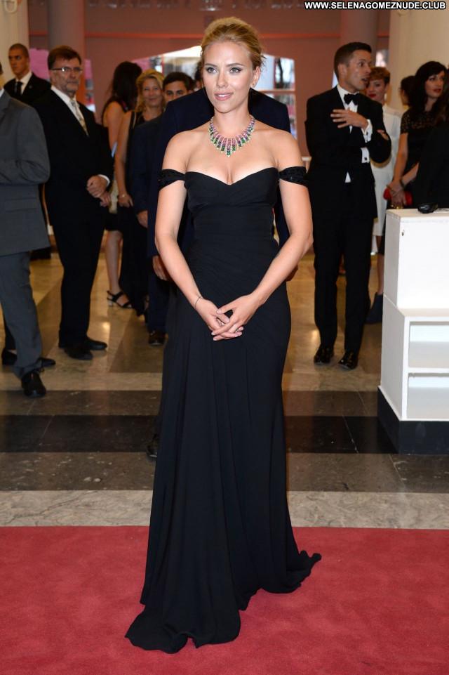 Scarlett Johansso No Source Sexy Posing Hot Beautiful Celebrity Babe