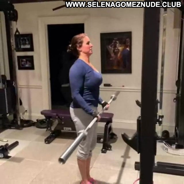 Stephanie Mcmahon No Source Posing Hot Babe Beautiful Workout